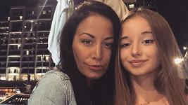 Agáta Prachařová v Izraeli slavila narozeniny své mladší sestry.