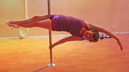 Lyn Dellavedova (63) u tyče tančí už asi sedm let.