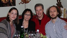 Marta Kubišová s dcerou, Milanem Heinem a Martinem Šimkem