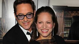 Robert Downey Jr se svou ženou Susan oslavují narození dcery.