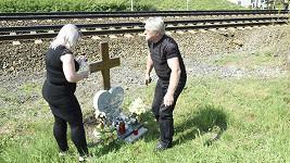 Rychtář se svou současnou partnerkou přišli zapálit svíčky na pomníček.