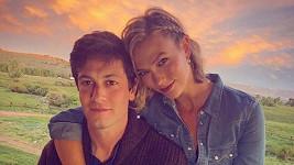 Karlie Kloss a Josh Kushner budou rodiči.