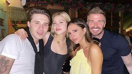 Nicola Peltz už řádí v šatníku Victorie Beckham.