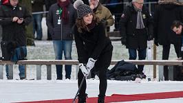 Vévodkyně Kate započala čtyřdenní návštěvu Švédska a Norska odpalem na bránu