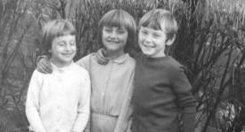 Zdeňka Pohlreich na fotce z dětství (uprostřed).