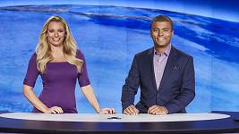 Rey Koranteng s Lucií Borhyovou v Televizních novinách
