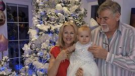 Rodiče Lely Ceterové s vnučkou Lilinkou