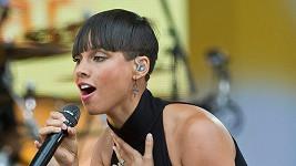 Nádherná Alicia Keys znovu zkracovala vlasy...