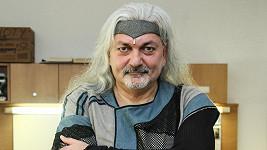 Daniel Hůlka vrátí vyznamenání.