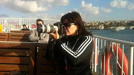 Marta na lodi v Istanbulu.