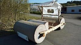 Přesně takové vozítko měl Fred Flinstone v době kamenné.