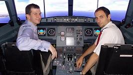 Tato fotka vznikla týden před osudným letem, kdy byl Jakub na trenažéru stejného typu letadla, jakým pak letěl z toho Londýna.