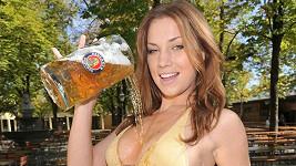 Katharina Wyrwich ukazuje, že pivo není jen k pití.