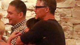 Sandra Bullock s Bryanem Randallem po večeři v Kalifornii.