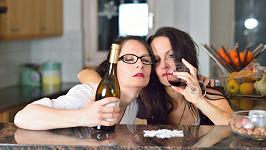 Holky a alkohol (ilustrační foto)