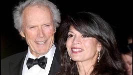 Clint Eastwood s brzy již bývalou manželkou Dinou