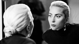 Lady Gaga ve své přirozenosti.