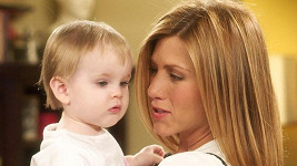 Seriálovou dceru Jennifer Aniston v Přátelích ztvárnila dvojčata Noelle a Cali.