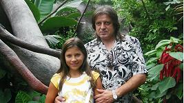 Eva Perkausová s otcem na archivním snímku