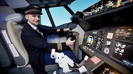 Jakub Štěpán si vyzkoušel pilotovat letadlo.