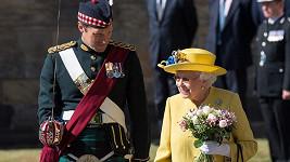 Královna je plná sil.