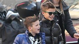 Synové Victorie a Davida Beckhama si libují ve stylové módě.