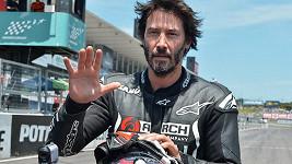 Keanu Reeves je vášnivý motorkář.