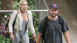 Tak tenhle model se Miley Cyrus zrovna nepovedl...