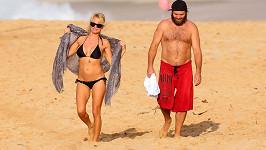Pamela Anderson a její zarostlý manžel Rick Salomon na Havaji.