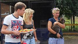 Jan Onder se svou taneční partnerkou Luckou Hunčárovou pokřtili roční klokaní holčičku Stelu.