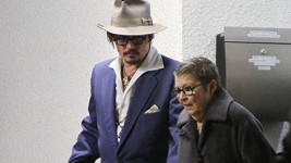 Johnny Depp s maminkou letos v lednu.