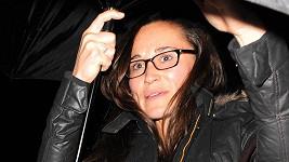 Pippa Middleton vyrazila se snoubencem na večeři překvapivě nenalíčená a s dioptrickými brýlemi.