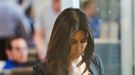 Kim Kardashian ukázala luxusní zásnubní prsten.