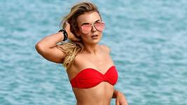 Skotská zpěvačka Tallia Storm (19) si užívá volného dne během natáčení reality show na souostroví Kapverdy.