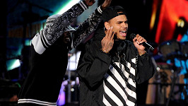 Chris Brown omezí koncertní místa.