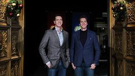 Oliver a James (vpravo) Phelpsovi