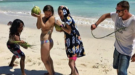 Eva a Bára Poláková na Bali dodržely veikonoční tradici.