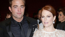 Robert Pattinson a Julianne Moore na premiéře filmu Maps to the Stars v Cannes.