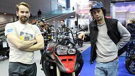 Liška a Révai se brzy vypraví na motorce za dobrodružstvím.