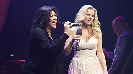 Ilona Csáková a Leona Machálková natočily nový duet Chlapi tak zlí jsou.