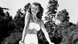Rita Hayworth. Poválečný sexsymbol číslo jedna v bikinách.