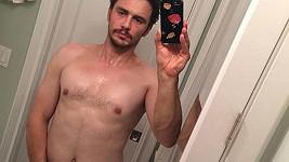 James Franco a jeho selfie před zrcadlem