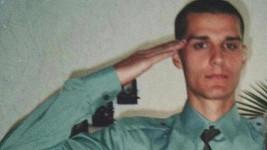 Poznáte vojáka na fotce?