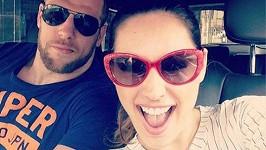 Kelly Brook se chlubí novým milencem.