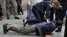 Drsná zatýkací scéna v podání Jennifer Lopez