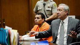 Chris Brown ve čtvrtek u soudu.