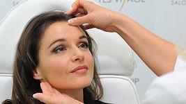 Iva Kubelková si nechala vyplnit vrásku na čele.