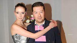 Tomio Okamura se svou přísnou přítelkyní Monikou