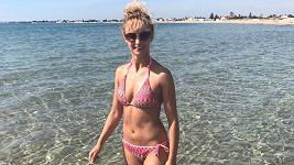 Lucie se pochlubila fotkou v bikinách ze Sicílie.