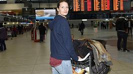 Vojtová je v Praze. Nachytali jsme ji na letišti.